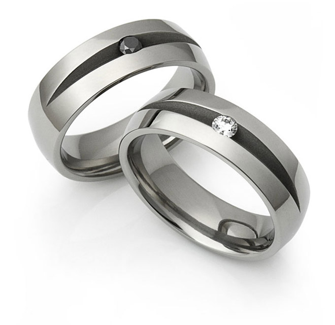 V-cut Titanium rings with wite and black diamonds