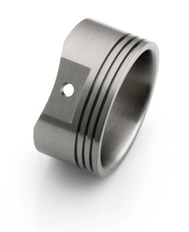 Titanium ring with round reliefs at the bottom for a Piston Skirt look.
